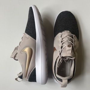 NEW Nike Roshe Two Knit Shoes